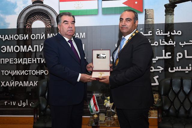Эмомали Рахмон стал почетным гражданином Аммана